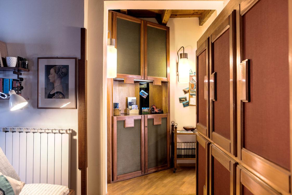 Dettaglio mobile, ingresso salone camera singola